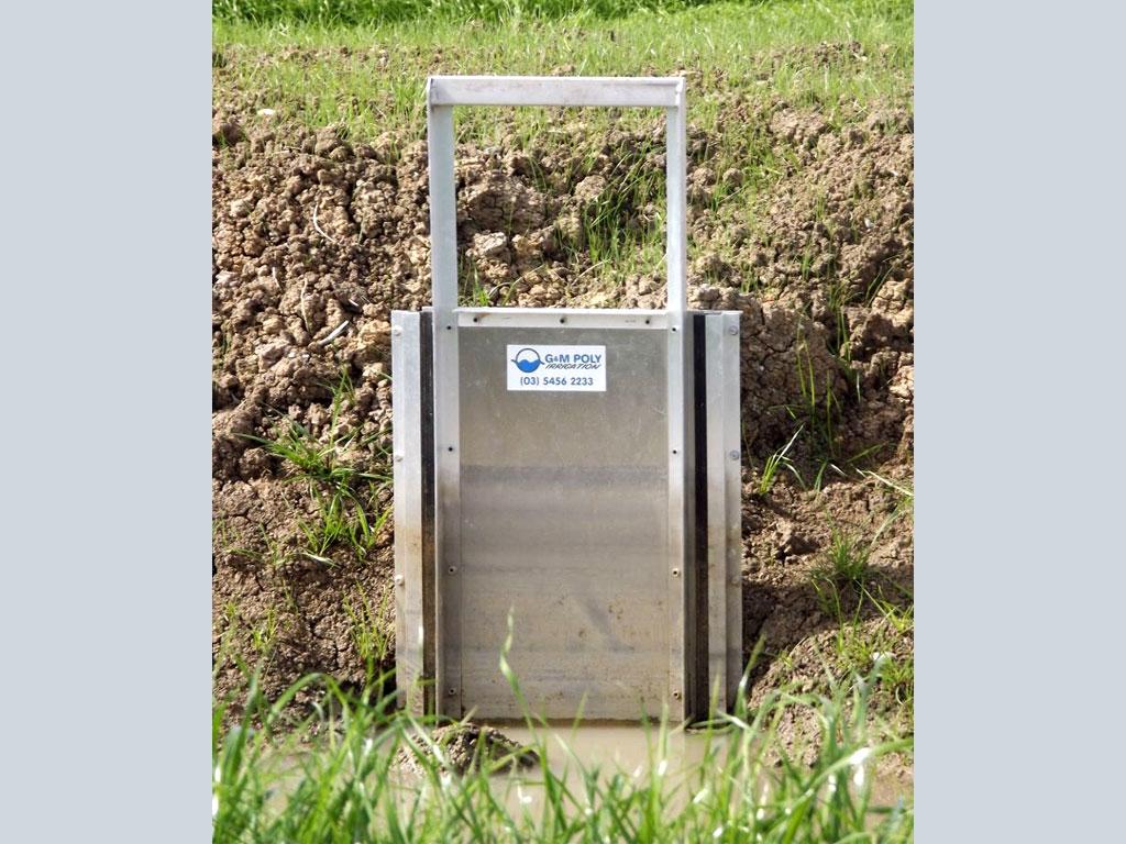 Irrigation bay outlet vertical slide - G&M Poly Irrigation